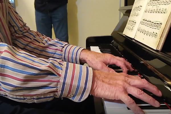 Piano voor Wijkcentrum Bakermat